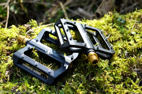 Carbon Cycles Exotic Magnesium flat pedal with Titanium axles