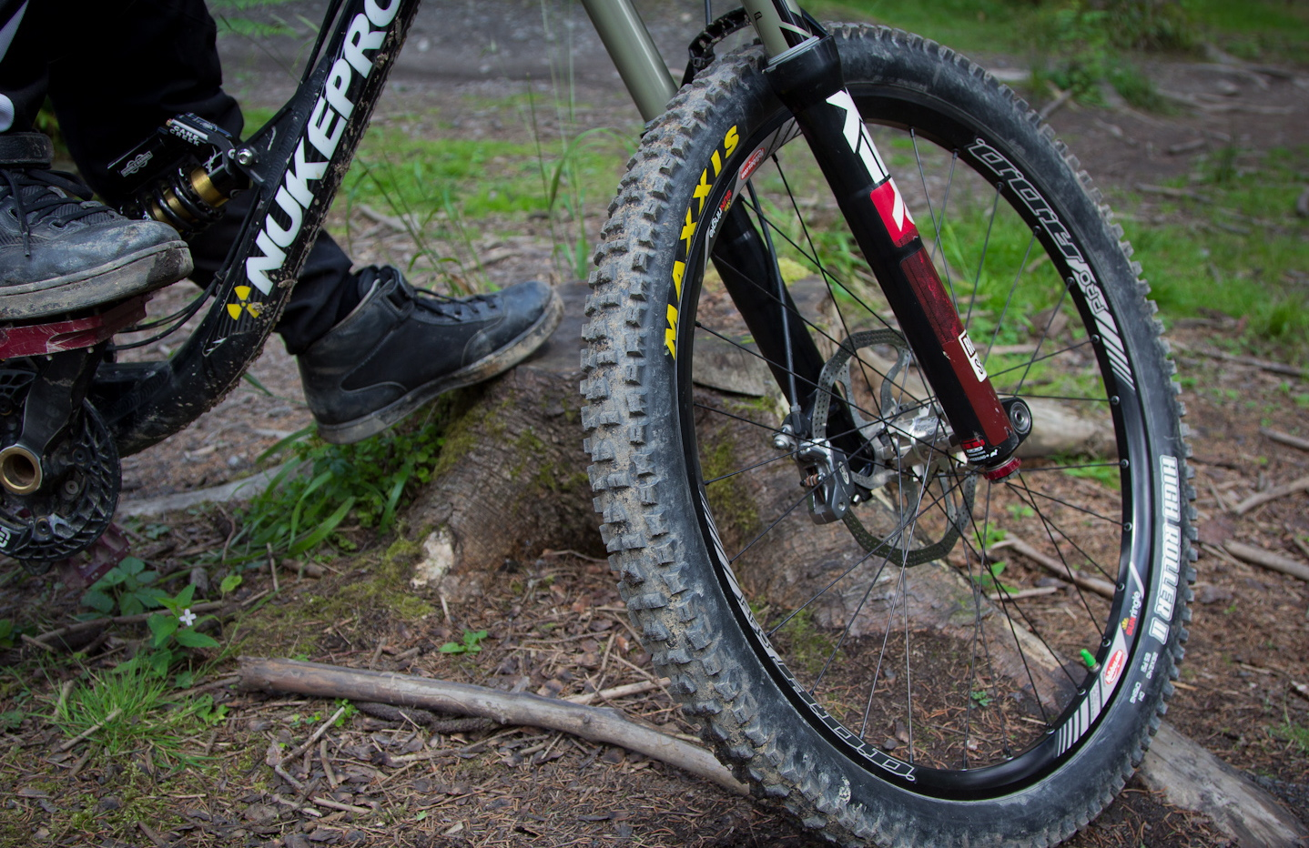 review maxxis high roller ii dh tyres   factory jackson